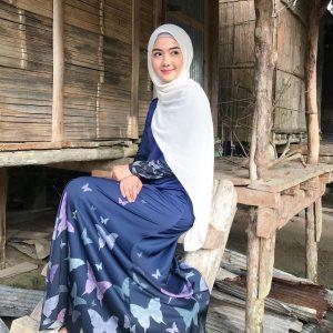 Syerinie Myra Posing