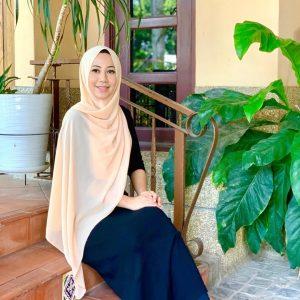 Gadis Muslimah Ekin Kamarudin