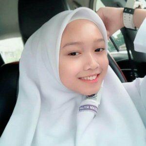 Foto Liya Maisarah Pakai Baju Sekolah