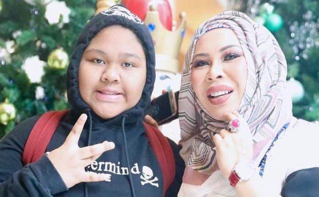 Biodata Cik B, Anak Dato Seri Vida