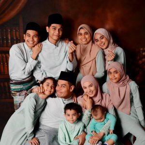 Gambar Keluarga Fauzi Nawawi Dan Lisdawati