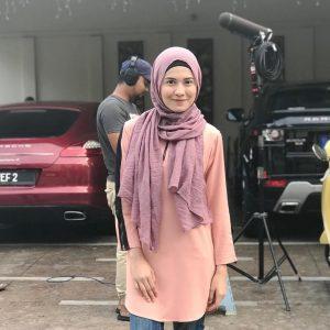 Foto Isyariana Di Set Penggambaran