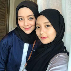Image Mira Filzah Sister