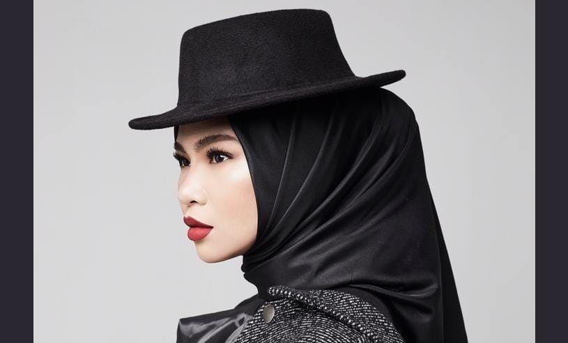 Aina Abdul Penyanyi Lagu Sumpah