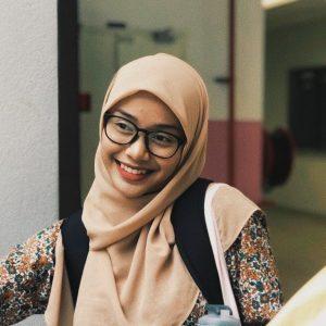 Foto Gadis Melayu Baju Kurung Bunga Isme