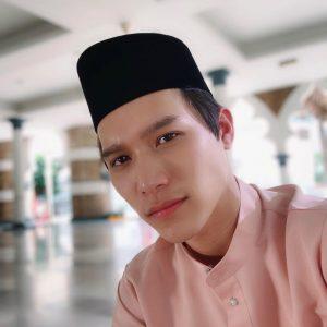 Sean Lee Pakai Songkok Melayu