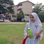 Siti Khadijah Halim Pakai Baju Sekolah