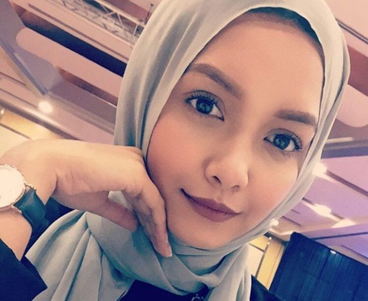 Permalink to Biodata Azira Shafinaz, Pelakon dan Penyanyi Kumpulan De Fam