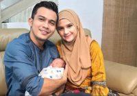 Saharul Ridzwan Bahagia Bersama Isteri Dan Anaknya