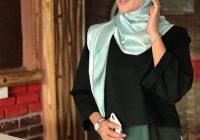 Siti Elizad Sharifuddin Bertudung